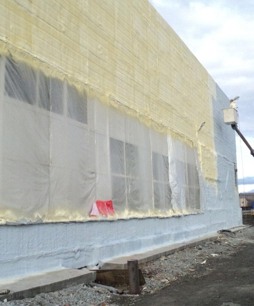 Фото Напыляемая теплоизоляция стен и фасадов пенополиуретаном