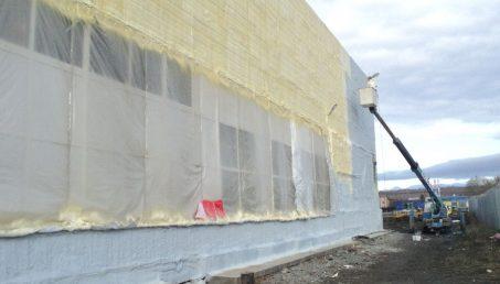 Напыляемая теплоизоляция стен и фасадов пенополиуретаном